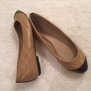 Worn 1x Ann Taylor Neutral & Black Quilted Flats 6
